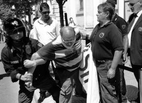 Le forze dell'ordine continuano a difendere i criminali. Gli italiani non ne possonopiù!
